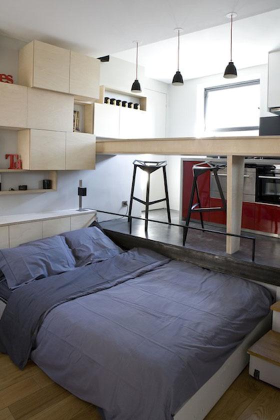 Квартира-студия в чёрно-белом цвете с красными акцентами
