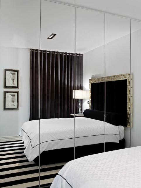 Зеркальный шкаф в спальне для гостей