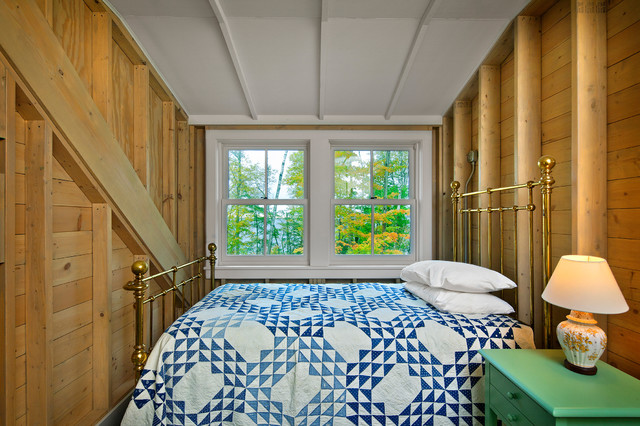 Деревянные стены в комнате для гостей