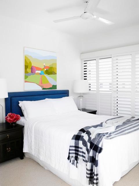 Картин над изголовьем кровати в гостевой