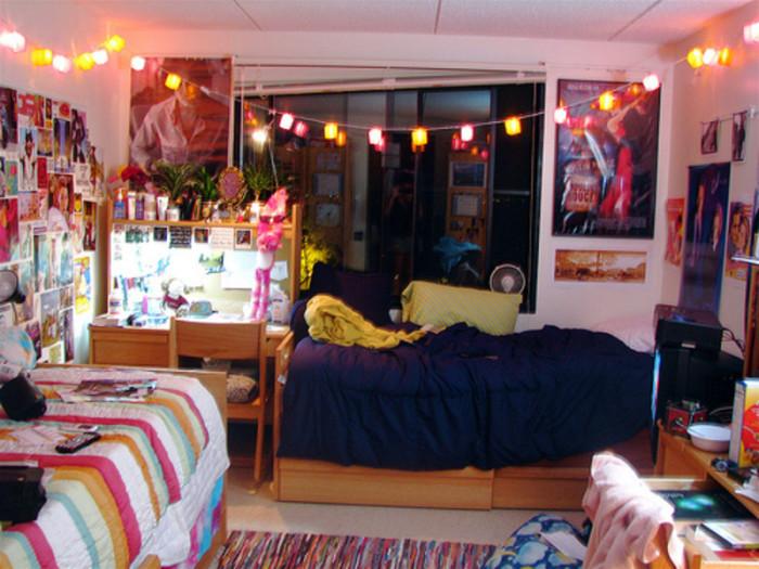 Яркие акценты в оформлении маленькой комнаты