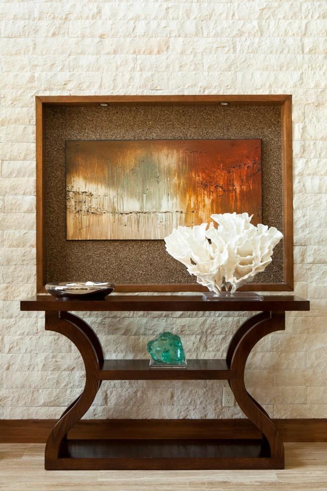 Картина на стене в прихожей