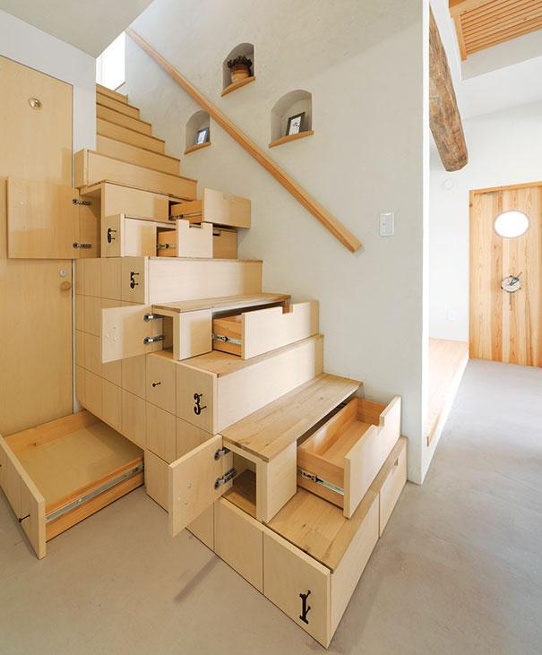 Лестница с полочками и ящиками