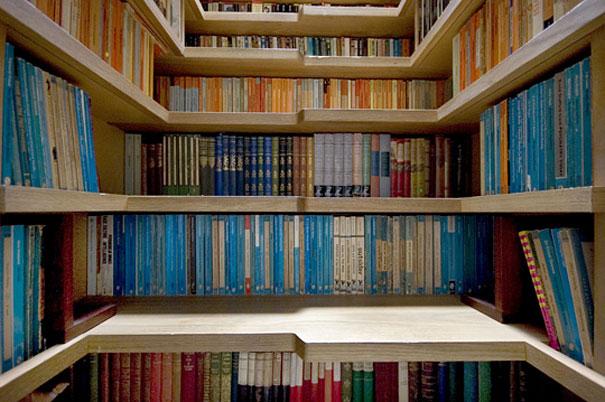 Лестница из книжных полок