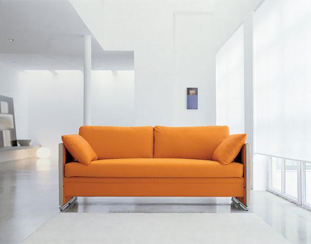 Мягкий оранжевый диван