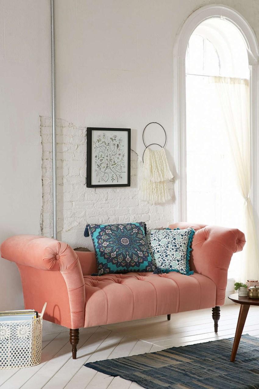 Красивый диван Antoinette Fainting Sofa от Urban Outfitters