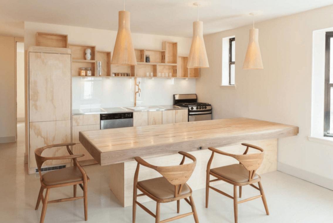 Интерьер кухни в светлом дереве