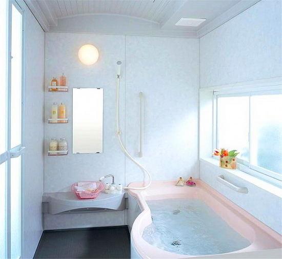 Горизонтальное окно в ванной