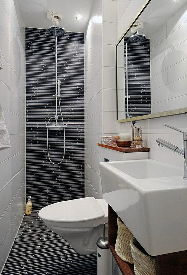 Узкая ванная в чёрно-белом цвете