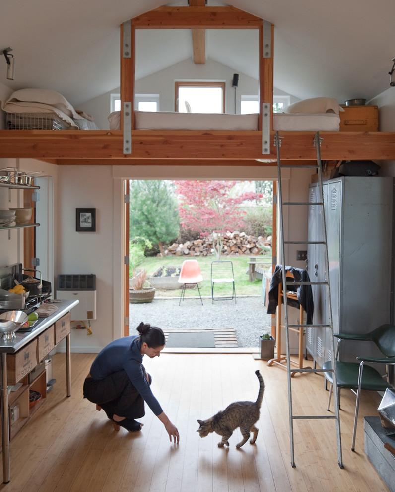 Интерьер двухъярусного крошечного дома