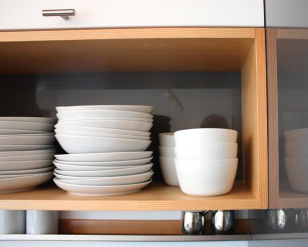 Полочки для хранения посуды в крошечном доме