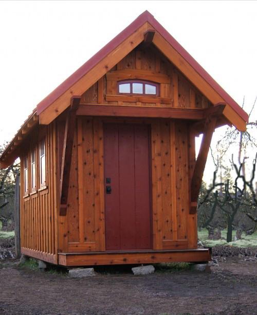 Деревянный крошечный дом