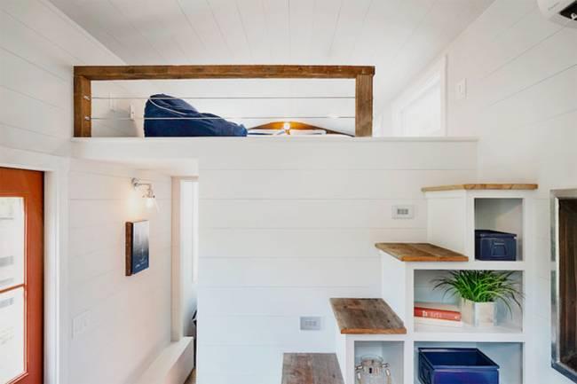 Крошечный дом.Такая лестница не занимает много места и отлично вписывается в интерьер
