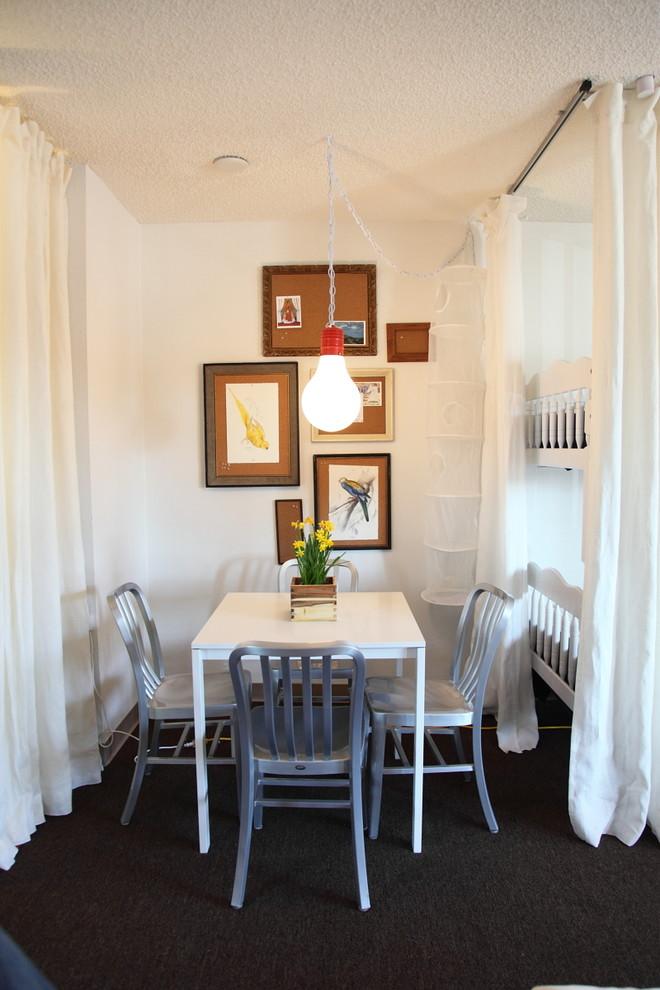 Картины на стене в столовой