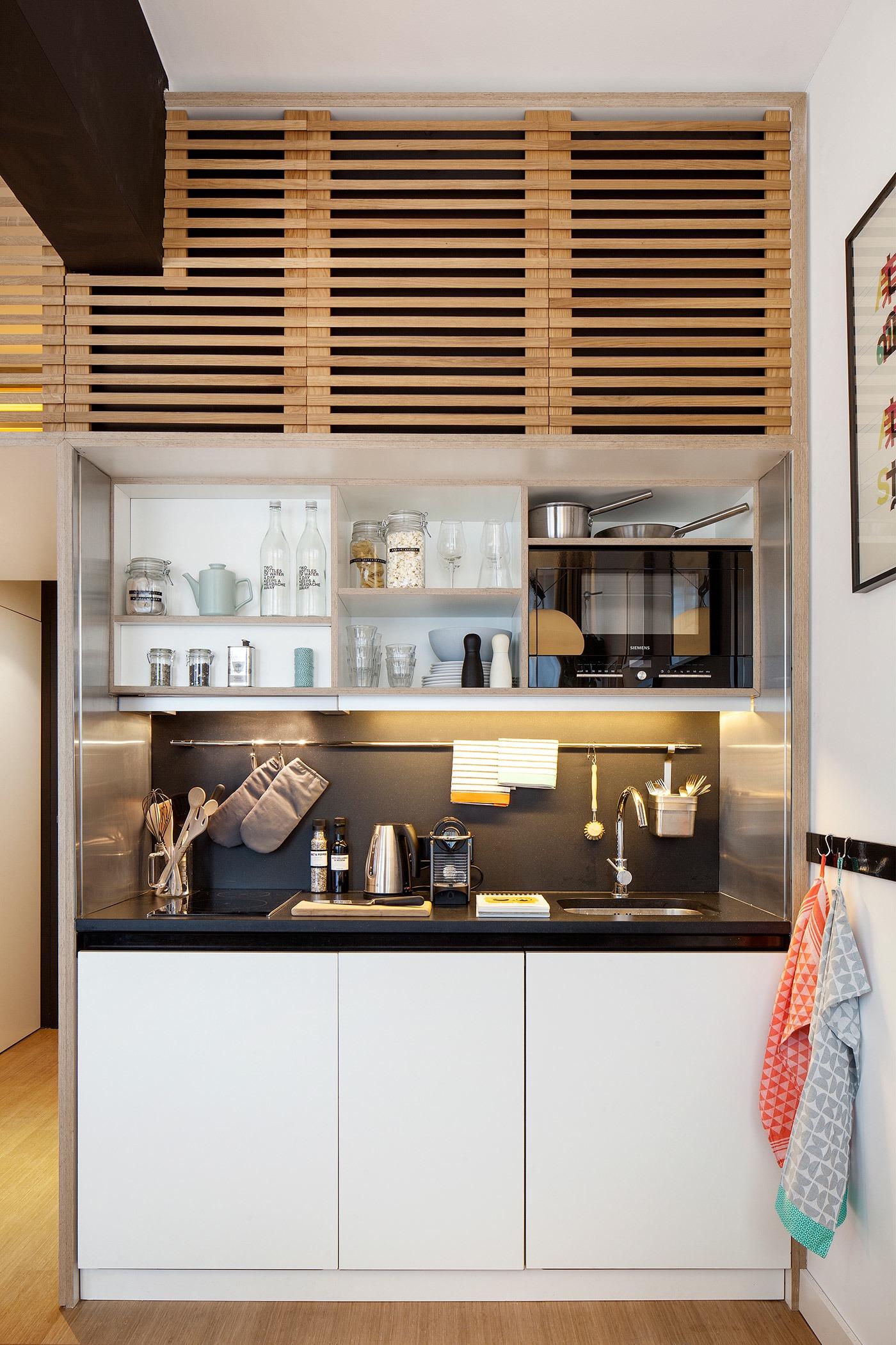Деревянная решётка над кухонным гарнитуром
