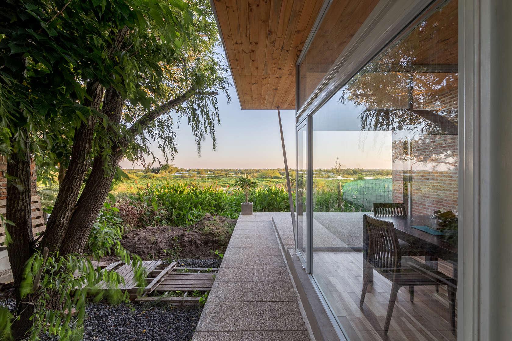 Дом со стеклянными фасадами