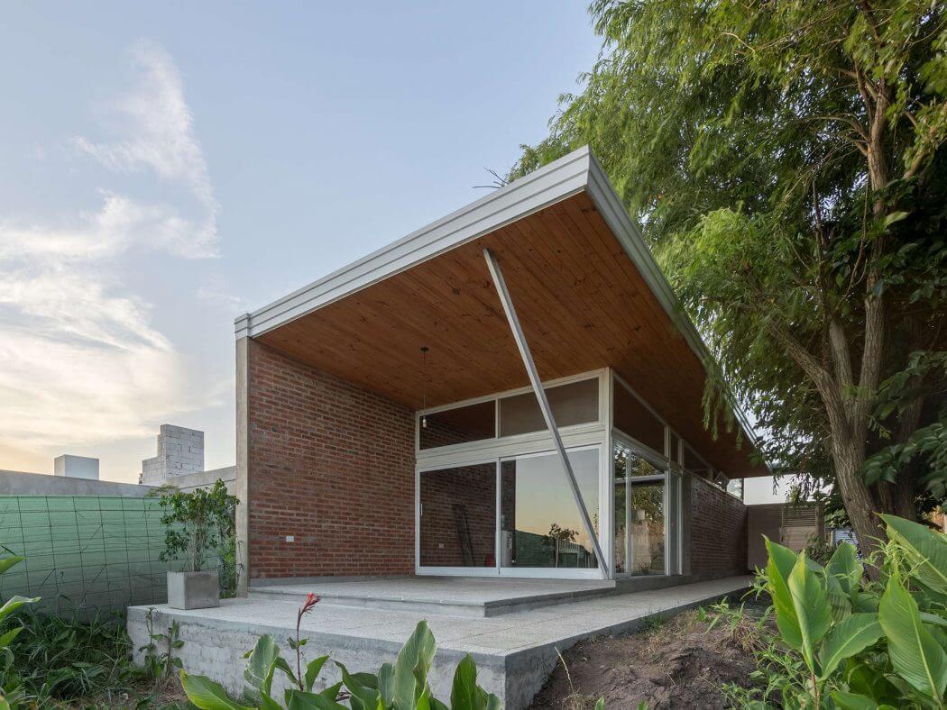 Крытый-открытый дом с террасой