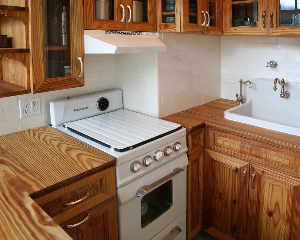 Белый кухонный фартук из плитки