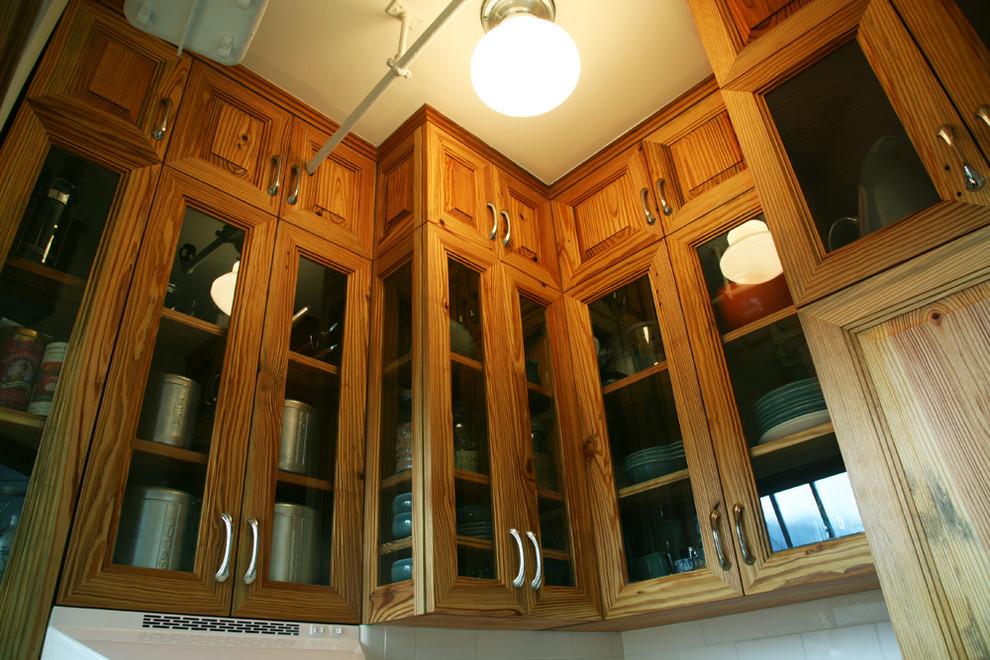 Антресоли со стеклянными дверцами