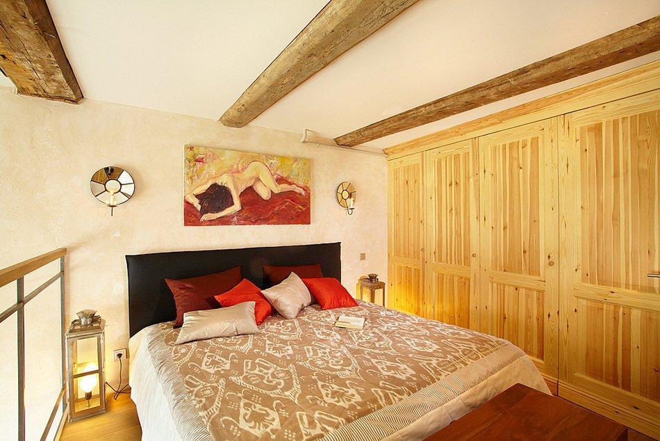 Спальня на втором ярусе в малогабаритной квартире