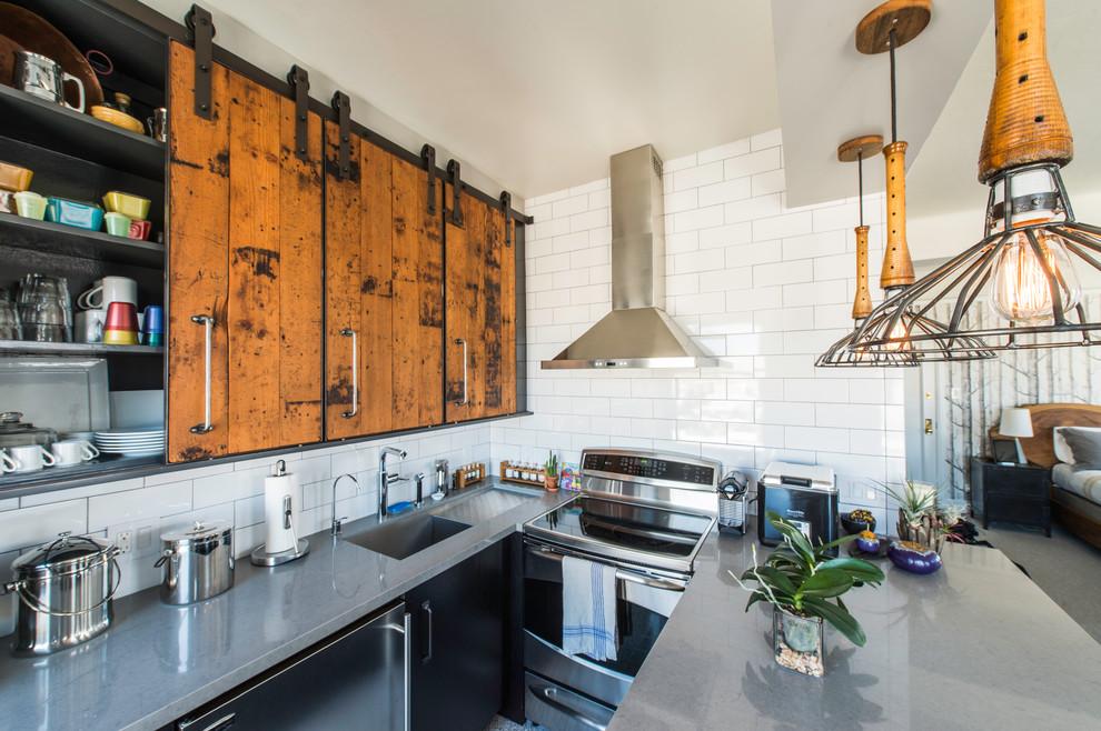 Кухонные антресоли с раздвижными дверцами
