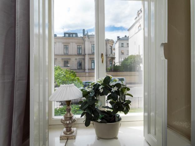Вид из окна на город