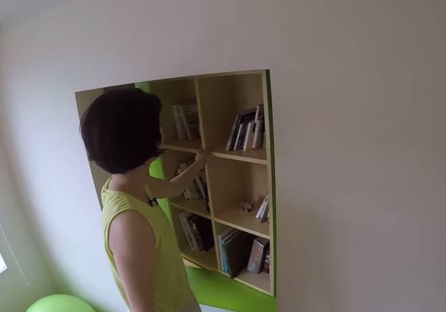 Поворотный книжный шкаф