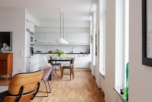 Угловая кухня со столовой