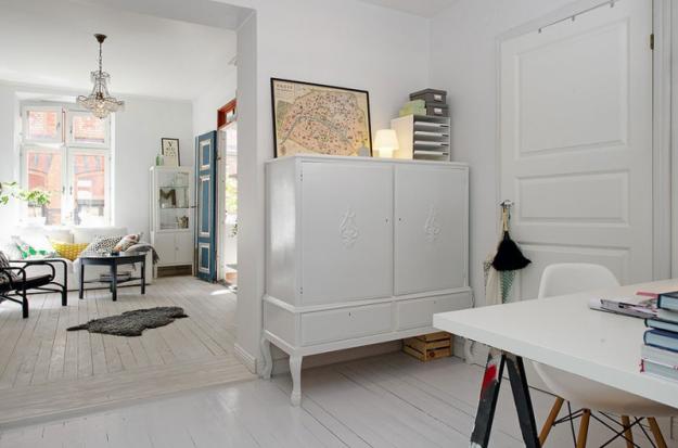 Прихожая небольшой квартиры в Стокгольме