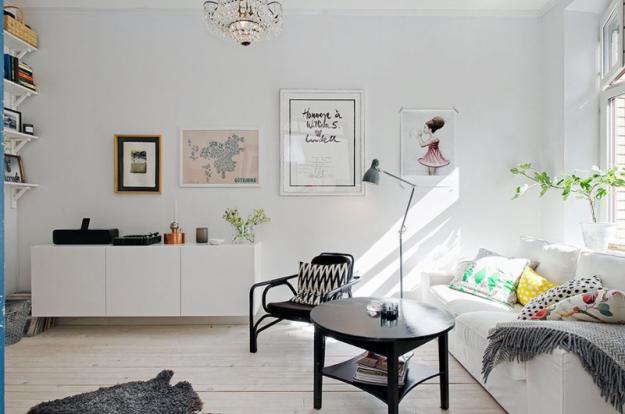 Интерьер гостиной небольшой квартиры в Стокгольме