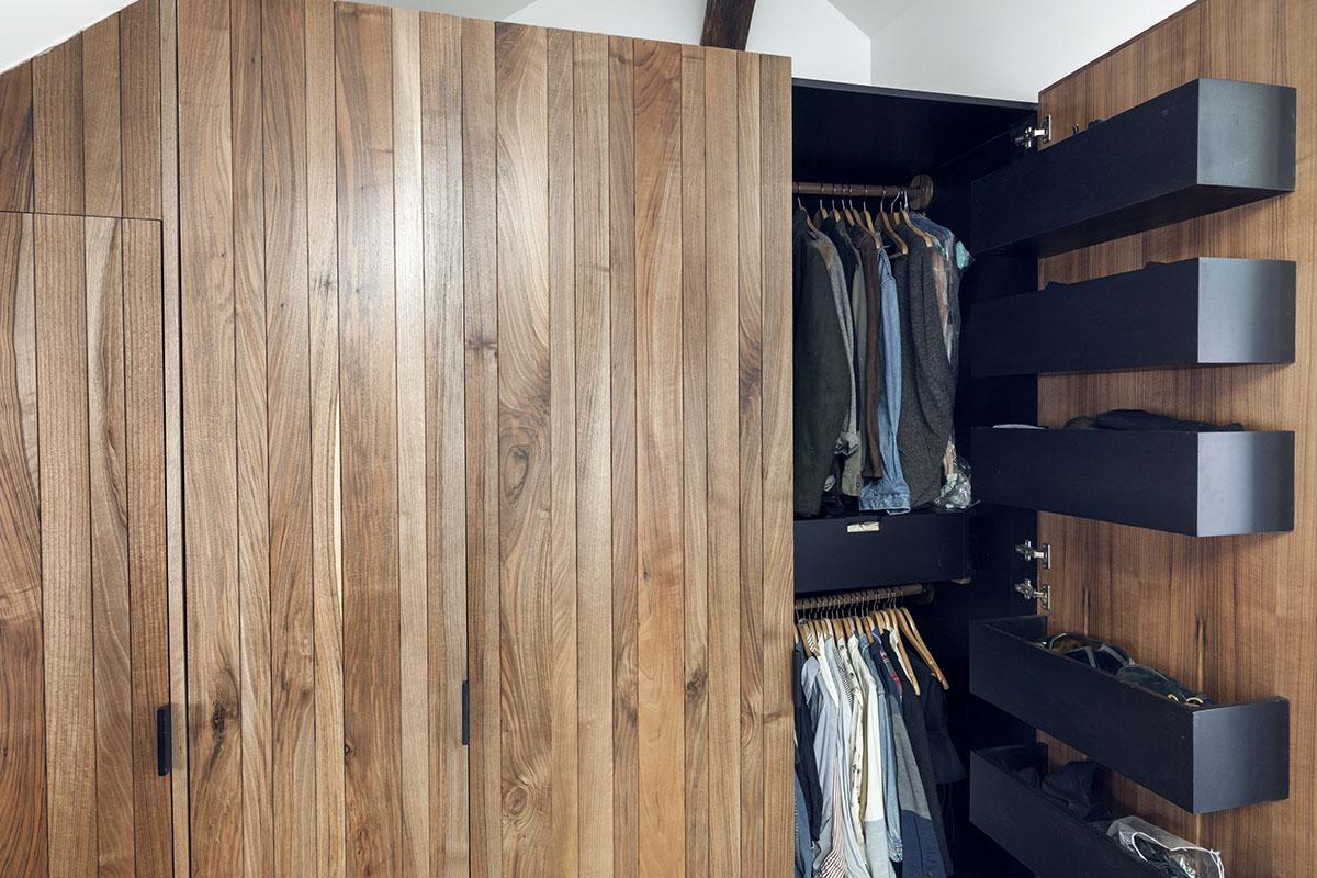 Большой шкаф для гардероба