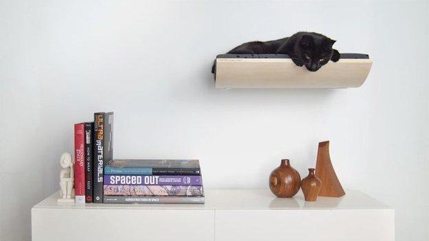 Полка для кошки на стене