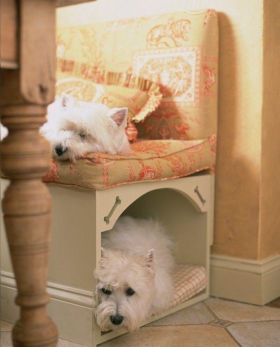 Место для собаки под сиденьем