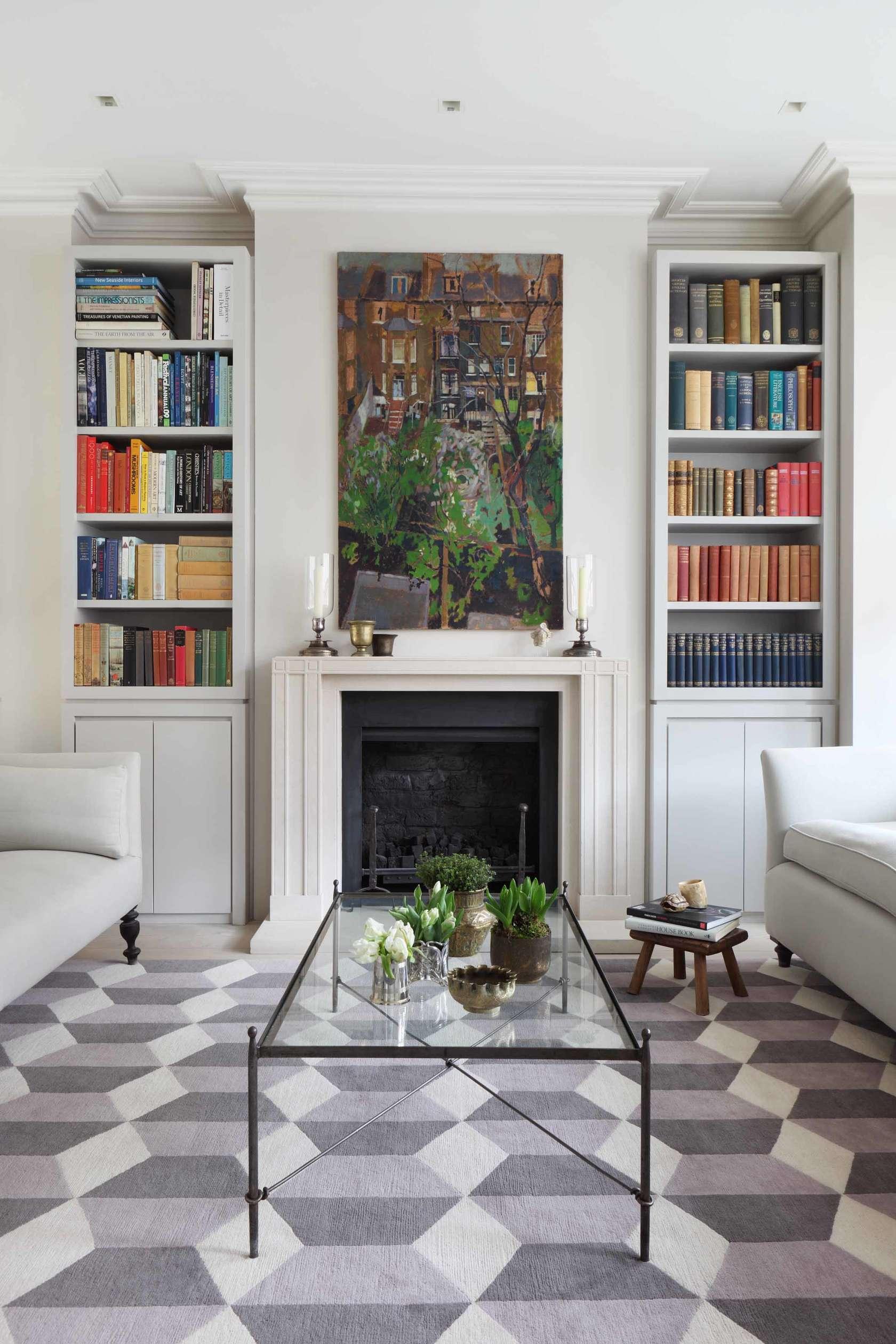 Книжные шкафы в интерьере гостиной