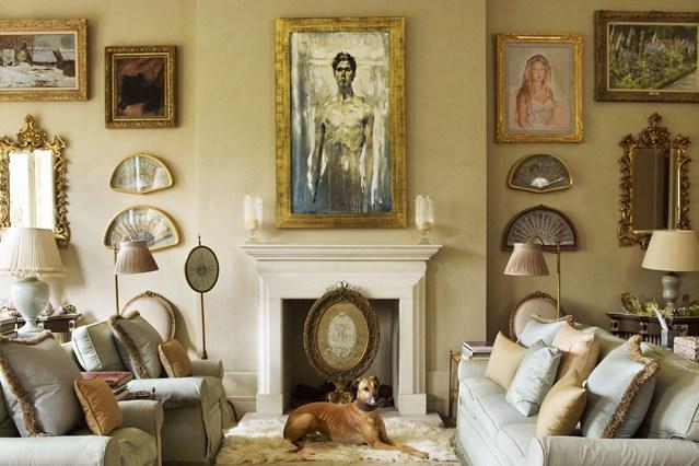 Картины и декоративные подушки в интерьере