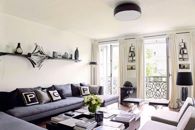 Монохромный дизайн интерьера гостиной