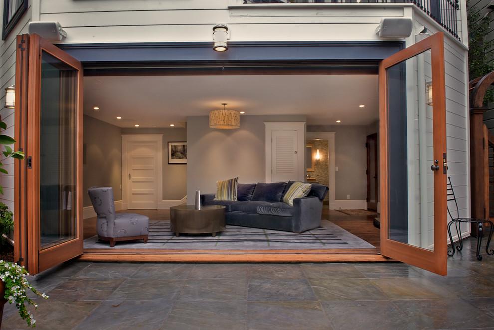 Большие панорамные окна вместо ворот в гараже