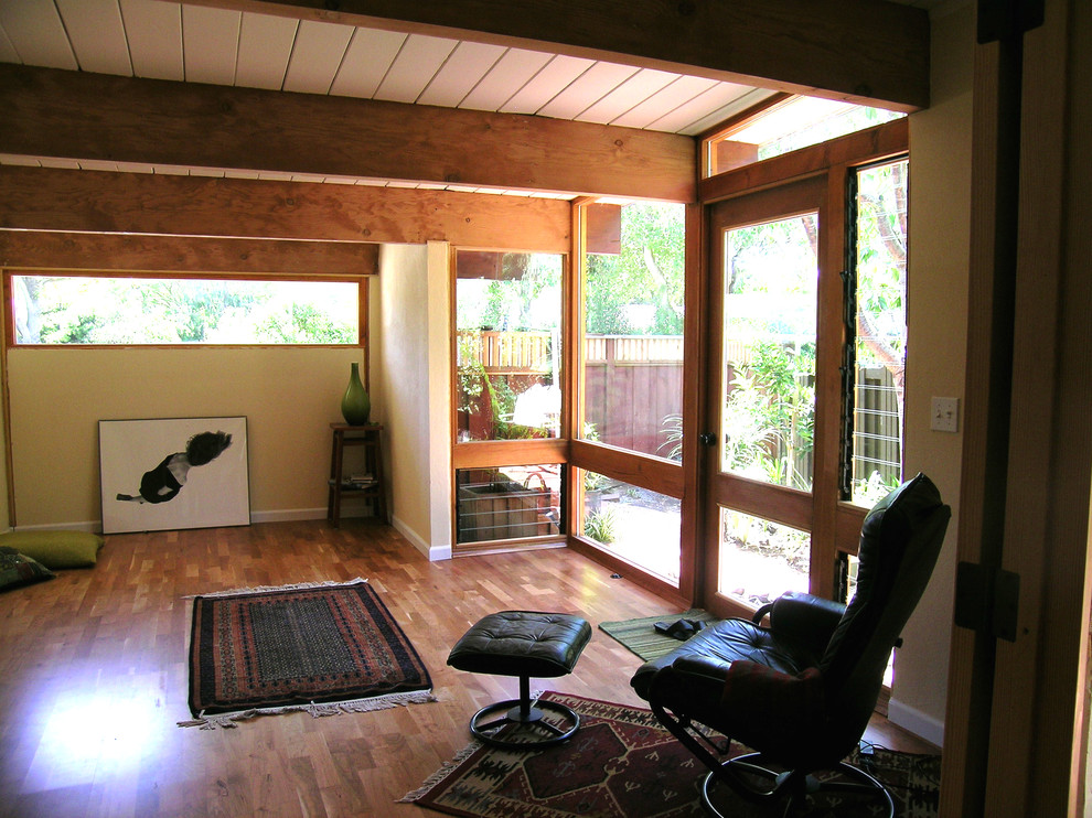 Окна от потолка до пола в интерьере гаража