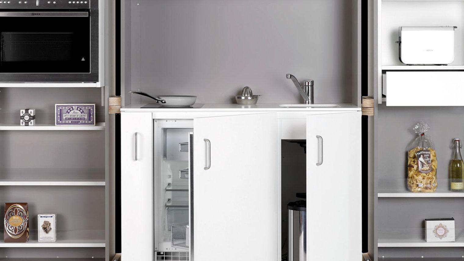 Маленькая дизайнерская кухня-шкаф