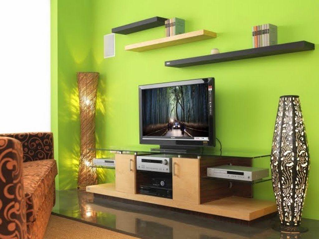 Телевизор на тумб в гостиной