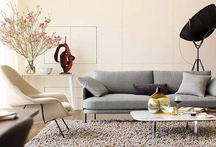 Мебель на ножках в гостиной