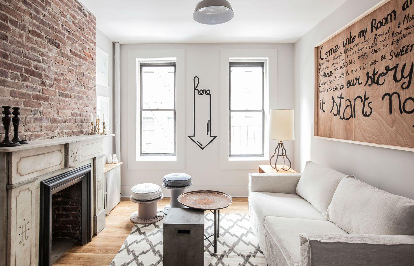 Маленькие гостиные с камином: фото интерьера с кирпичной стеной