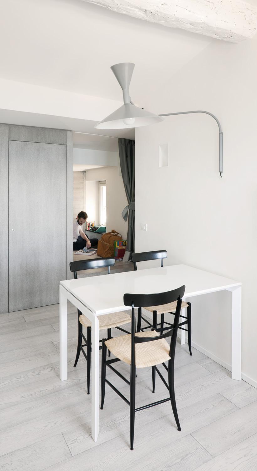 Столовая маленькой квартиры-студии