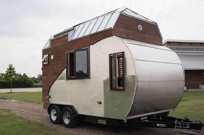 Машина-дом на колёсах: на крыше фотоэлектрические панели