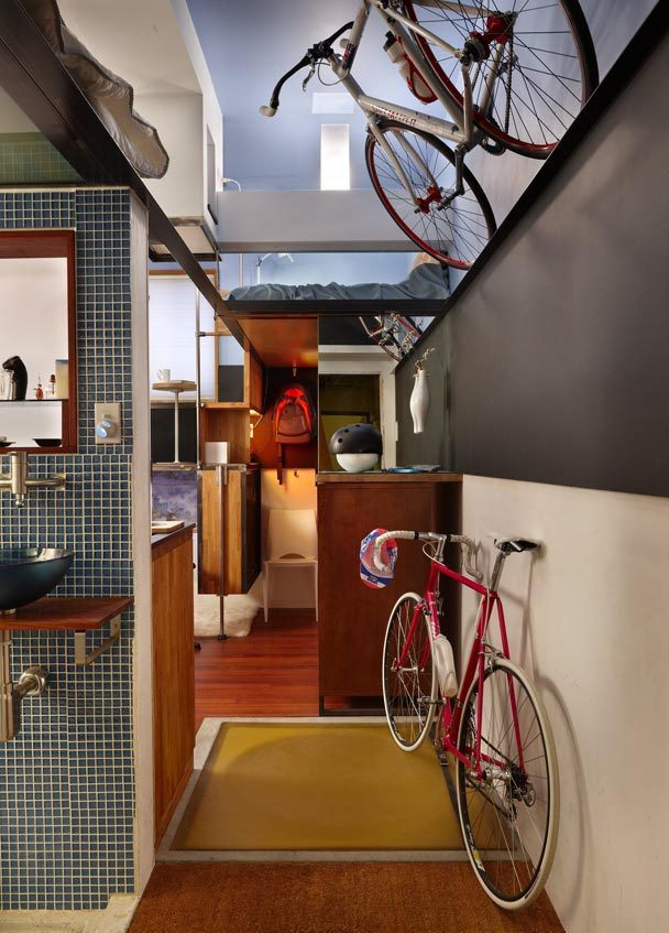 Велосипеды в прихожей квартиры