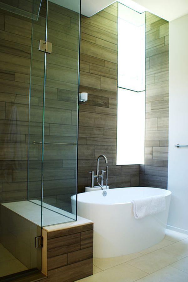 Компактный душевой блок и глубокая овальная ванна