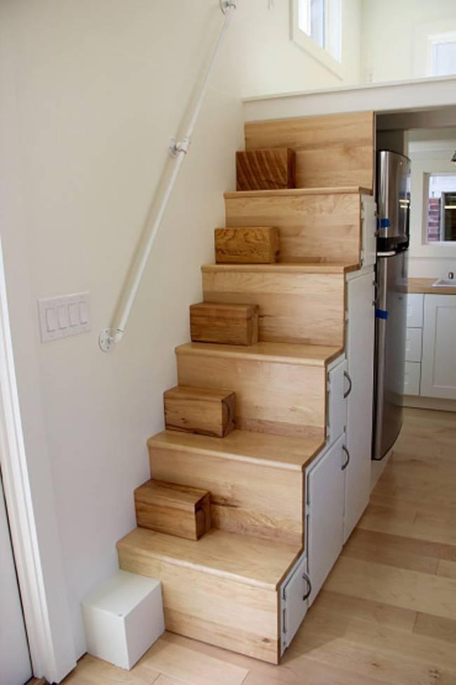 Деревянная лестница на второй уровень