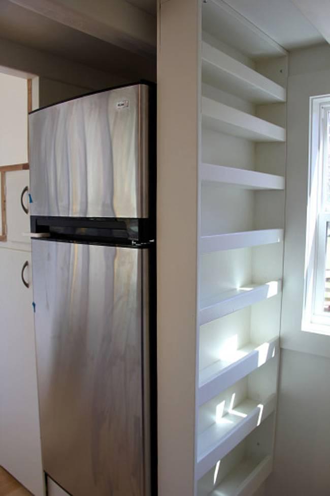 Газовая плита в интерьере маленькой кухни
