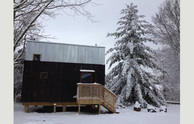 Маленький экономный дом зимой