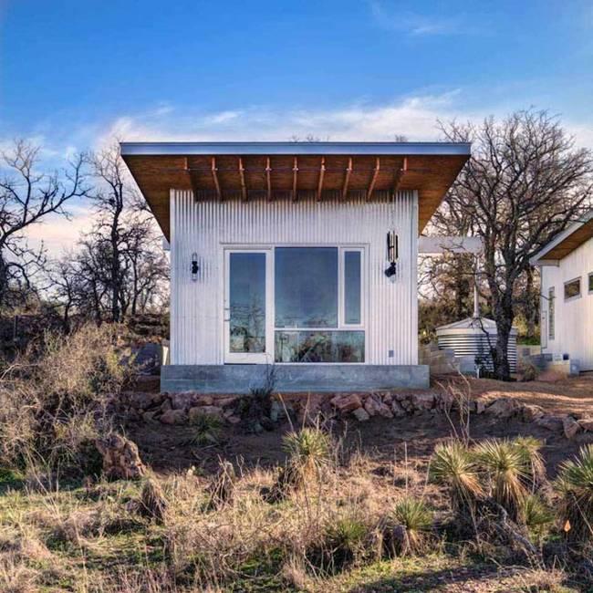 Маленький недорогой деревянный дом в США: фасад